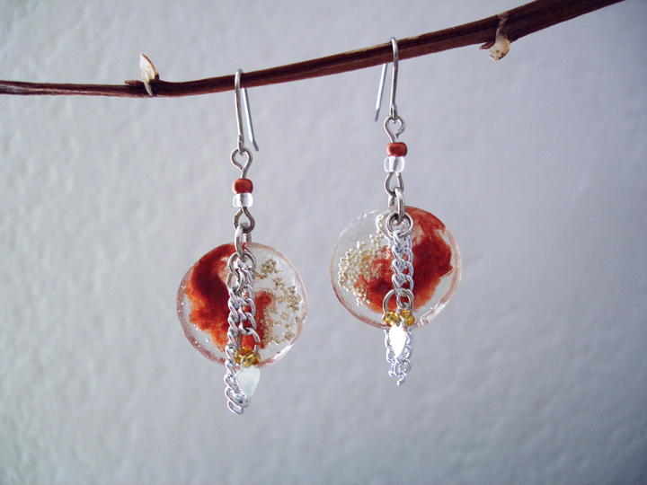 Chain and resin earrings