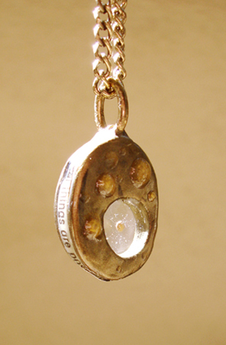 round pendant angle text