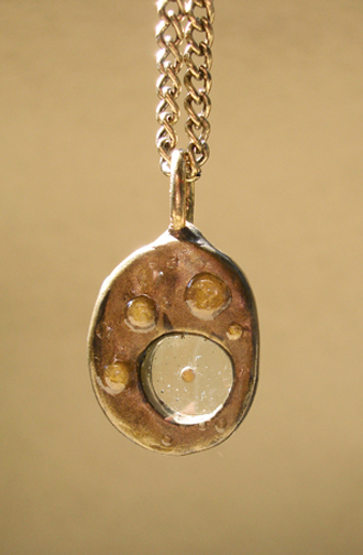round pendant front 